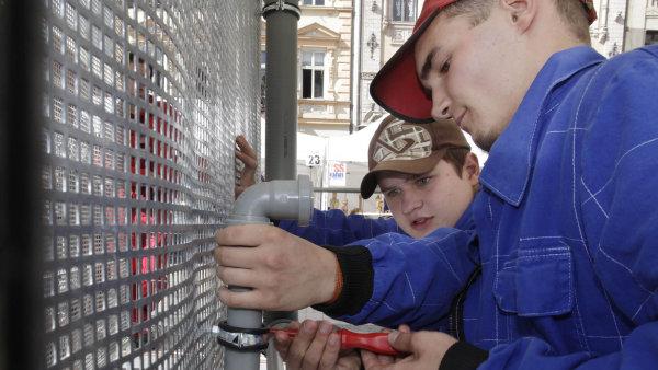 Elektrikáři či truhláři ozakázky nemají nouzi. Ani dobrý plat ale mladé nepřesvědčí, aby šli doučení.