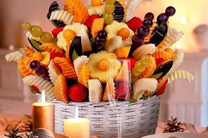 Pro �okol�dov� r�e chod� hlavn� �eny. Kl�ra Sezginov� vyr�b� jedl� kytice z ovoce a bonbon�