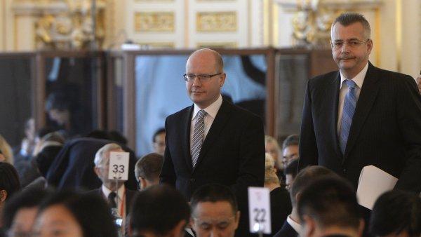 Premiér Bohuslav Sobotka a Jaroslav Tvrdík na čínském investičním fóru v Praze.