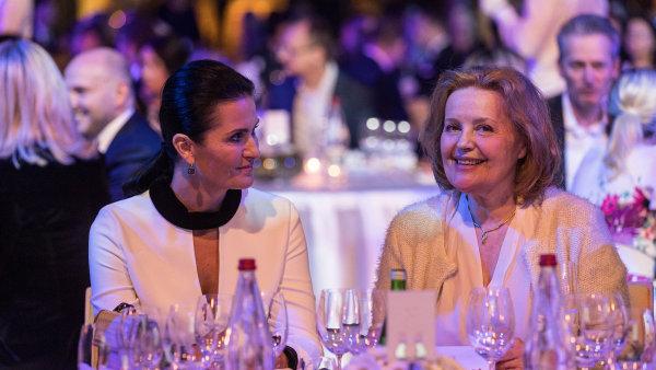 Patronka projektu TOP ženy Česka Michaela Bakala s bývalou političkou a velvyslankyní Magdou Vášáryovou.