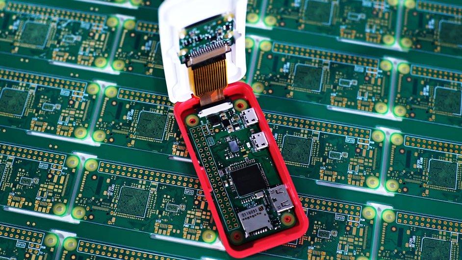Raspberry Pi Zero WIreless v oficiálním modulárním pouzdru