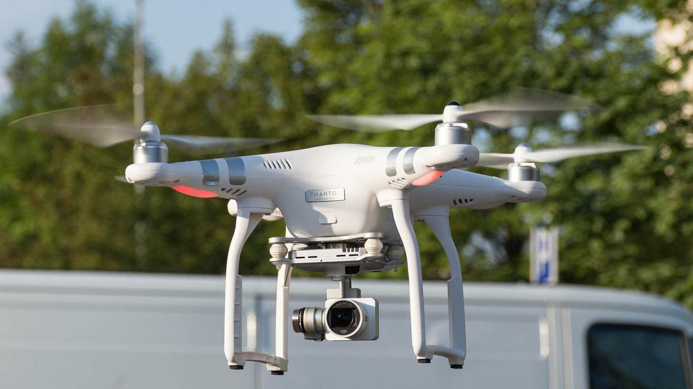 Drony bude možné snadněji ovládat s helmou od čínského výrobce DJI.
