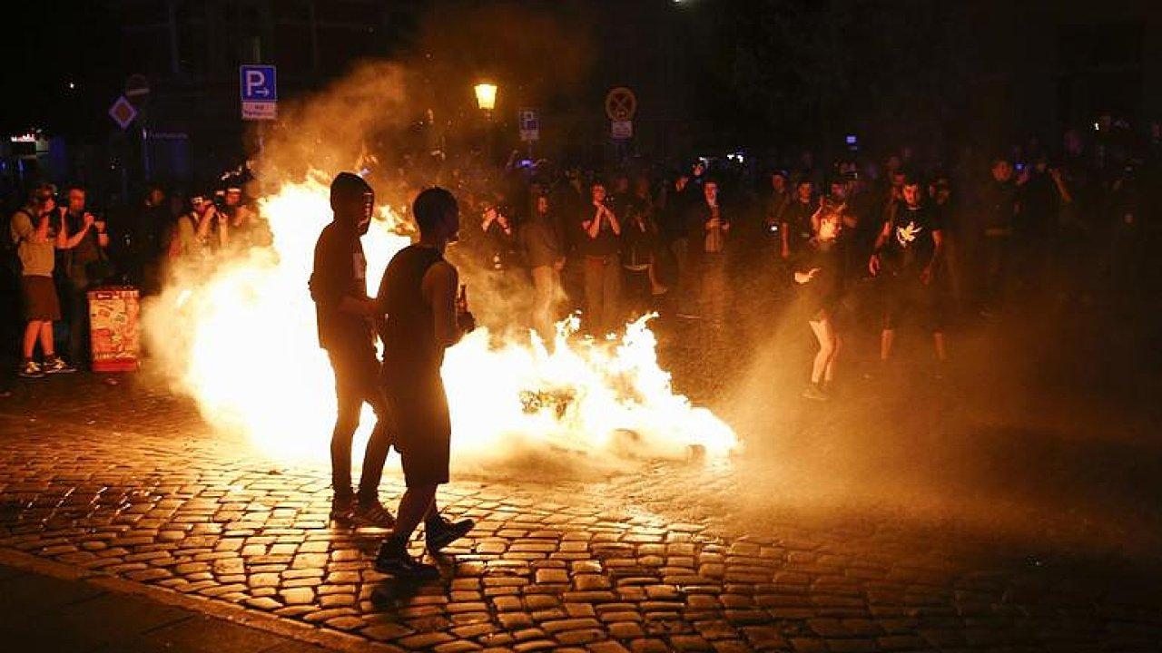 Střety policie a demonstrantů doprovázejí summit G20 v Hamburku.