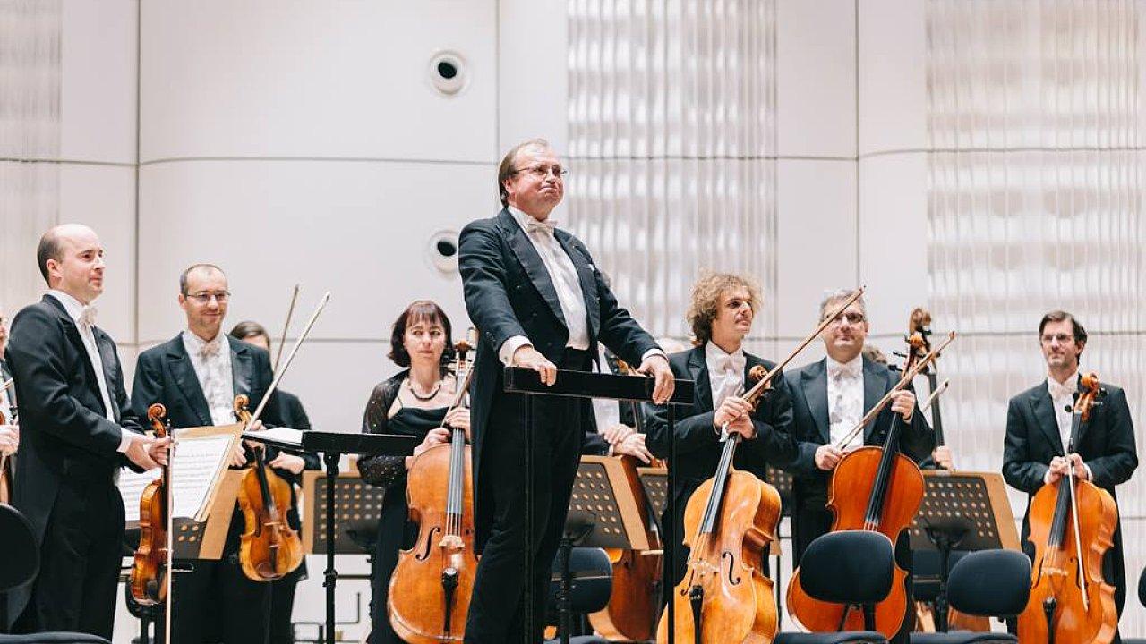 Leoš Svárovský je na snímku z nedávného koncertu zlínské filharmonie.