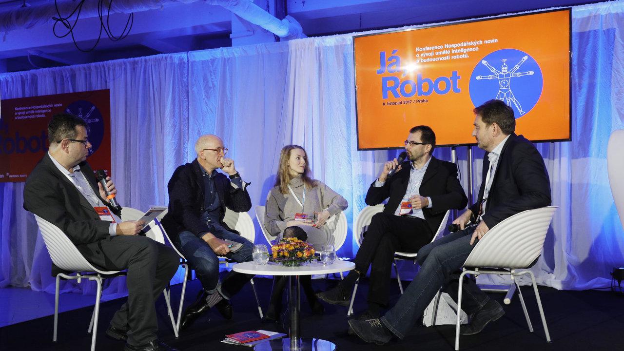 Konference o vývoji umělé inteligence budoucnosti robotů Já, robot (zleva na snímku jsou Petr Koubský, Jonathan Ledgard, Olga Afanasjeva, Jiří Vokřínek a Luděk Vainert).