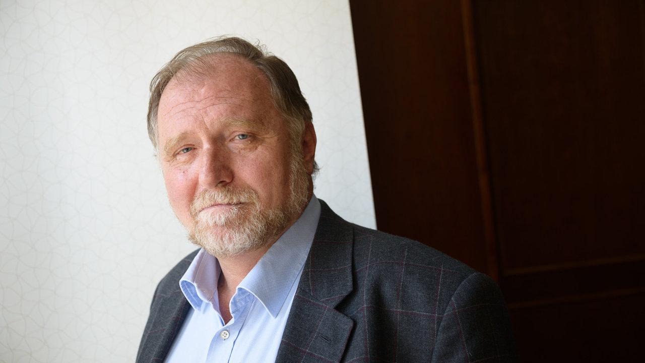 """""""I kdyby nešlo o politiky, ale o masové vrahy, a někdo se je pokusil lynčovat ještě předtím, než budou odsouzeni, stál bych na jejich straně,"""" říká Tomáš Sokol."""