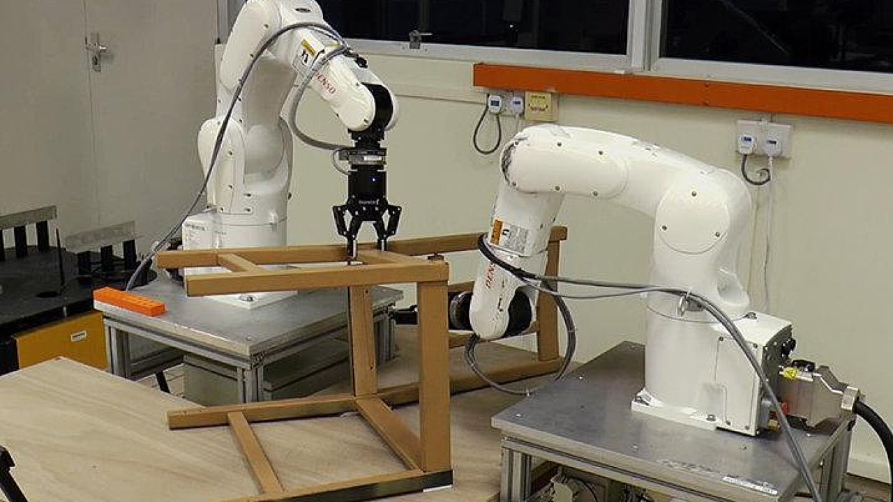 Robot sestavil židli od firmy Ikea za 20 minut.