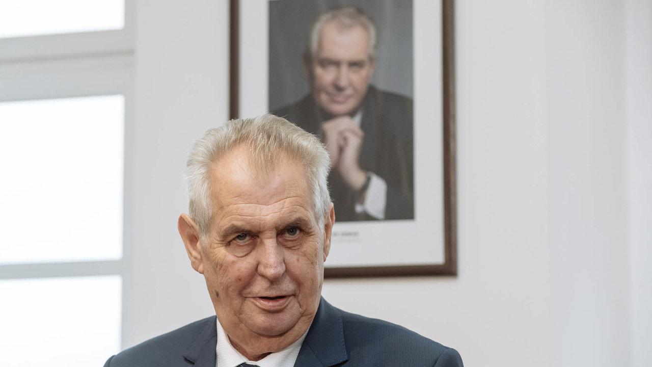 Prezident Miloš Zeman kritizuje návrh sektorového zdanění pro banky.