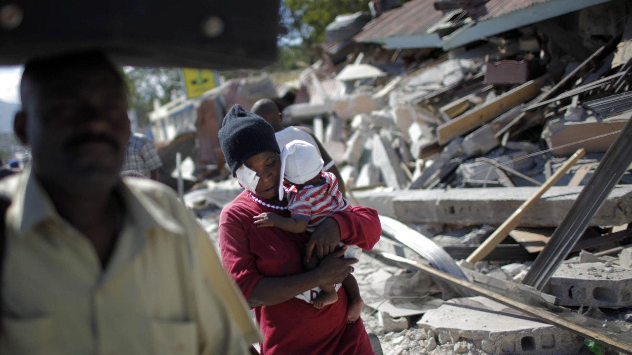 Zemětřesení na Haiti bylo jednou z největších humanitárních katastrof nového desetiletí. Živel prohloubil už tak velkou tamní chudobu, když podle odhadů srazil HDP země o 5,1 procenta.