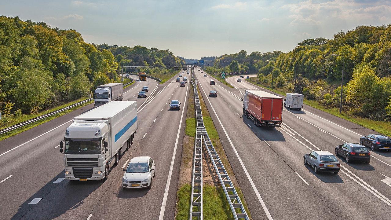 """Vsilniční nákladní dopravě využívají vozidla svou kapacitu vprůměru jen asi zpoloviny, zté druhé vozí """"vzduch""""."""