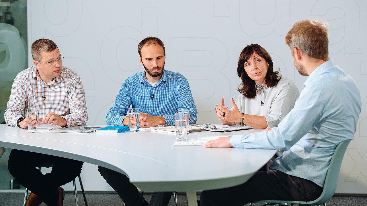 Diskuse sezúčastnili (zleva) Jan Školník, Aleš Kozák, Naděžda Goryczková amoderátor Tomáš Wehle.