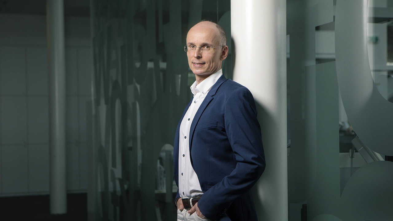 Podle konzultanta Petra Kielara budou stavební spořitelny vezvyšování úroků uvkladů velmi opatrné.