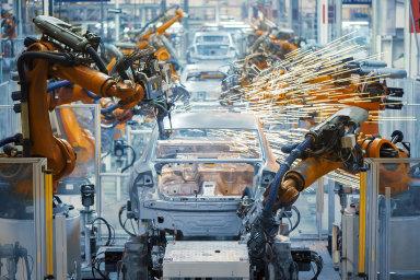 Průmyslu v Česku se zatím relativně daří, především automobilovému.