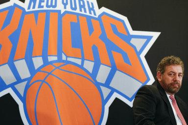 Hlavním viníkem sportovní zoufalosti basketbalového týmu New York Knicks má být podle fanoušků jediný muž: majitel týmu James Dolan.