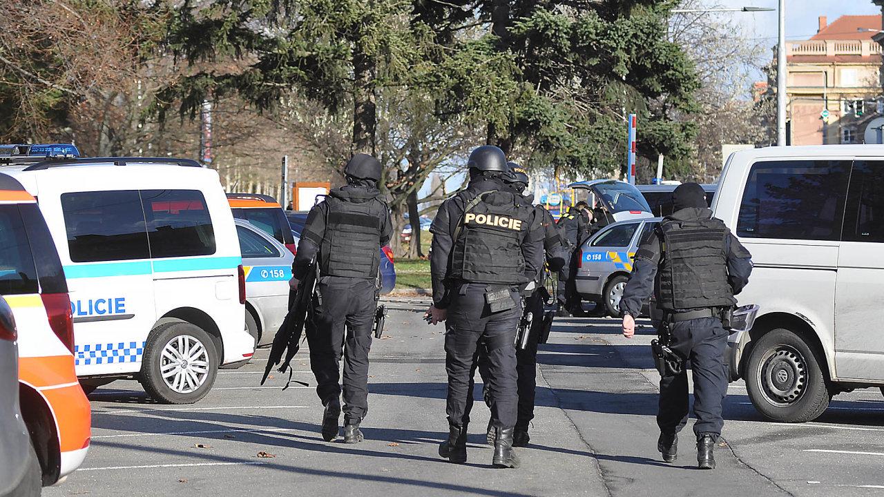 Pachatel apolicejní zásah. Poútoku střelce Ctirada Vitáska zasahovaly vostravské nemocnici iširším okolí stovky policistů.