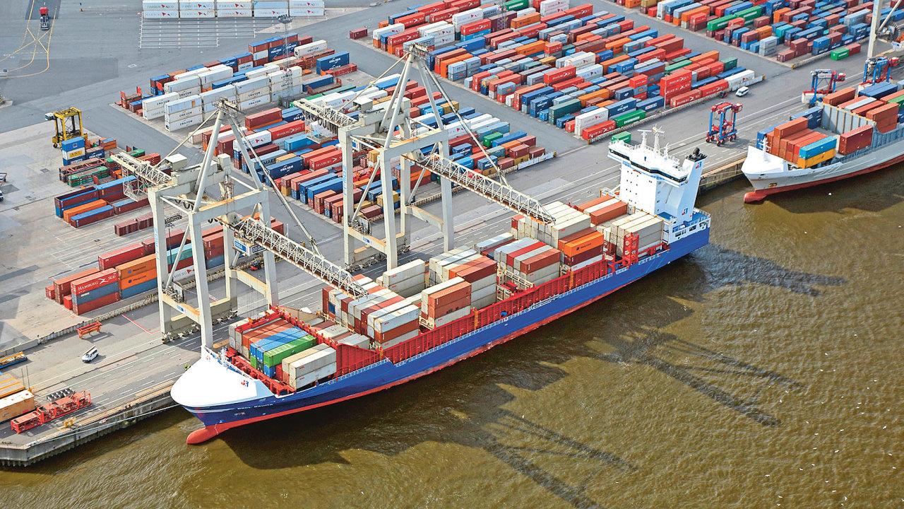 Překládka kontejnerů vpřístavu Hamburk.