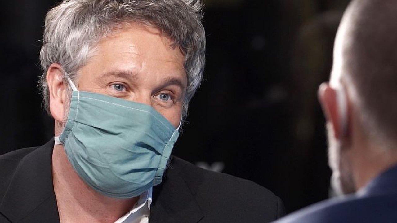 Epidemiolog: Zdravotnictví je v krizi a vláda to ví. Proto jsou opatření drastická.
