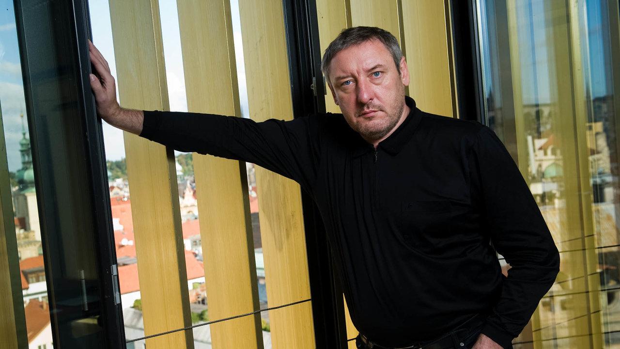 Old Ulihand odešel. Kontakty nabrané zasocialismu Martinu Ulčákovi pomohly, ale že by získal peníze rozprodáním majetku SSM, pocelý život odmítal.