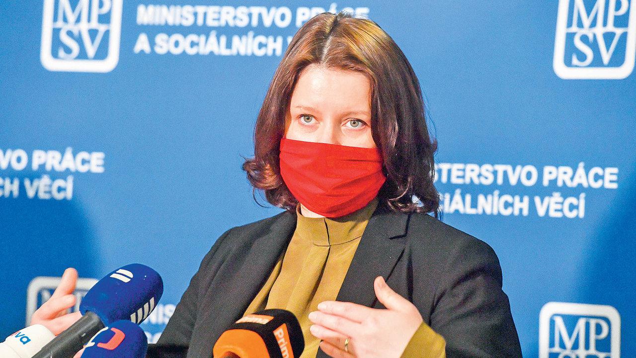 Vláda prodlouží kurzarbeitový program Antivirus spříspěvky nanáhrady mzdy dokonce srpna. Vpodkladech knávrhu zákona oodpuštění odvodů, které má být další podporou zAntiviru, to uvedlo ministerstvo práce.