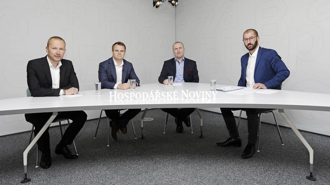 Zleva: Lukáš Horn (jednatel Titan-Multiplastu), František Vlček (ředitel pro procesy, Akeso Holding), Miroslav Svoboda (partner Deloittu ČR) aMartin Jašminský (šéfredaktor HN).
