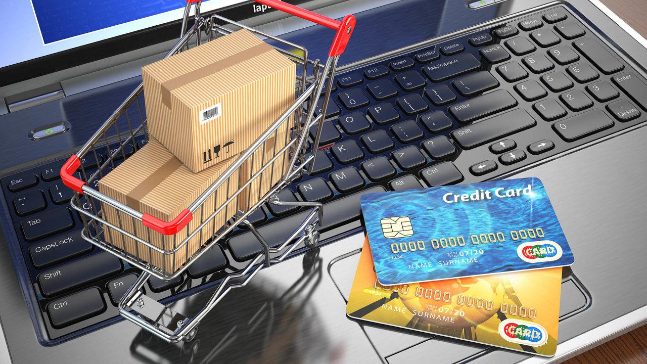 Počet zákazníků, kteří začali letos nakupovat na internetu, od začátku roku podle odhadu Shoptetu vzrostl o 14 procent (ilustrační snímek).