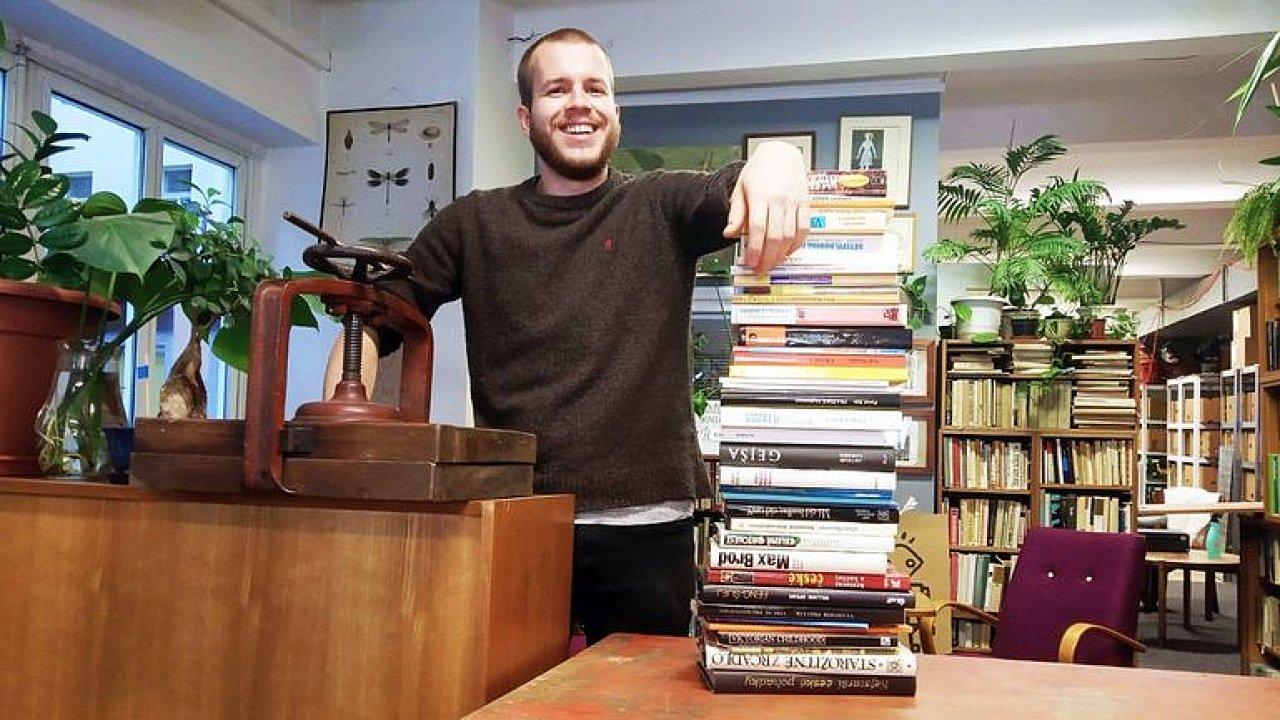 Knihobot: 50 milionů za použité knihy? Chceme je vracet do oběhu, Viewegha máme tuny