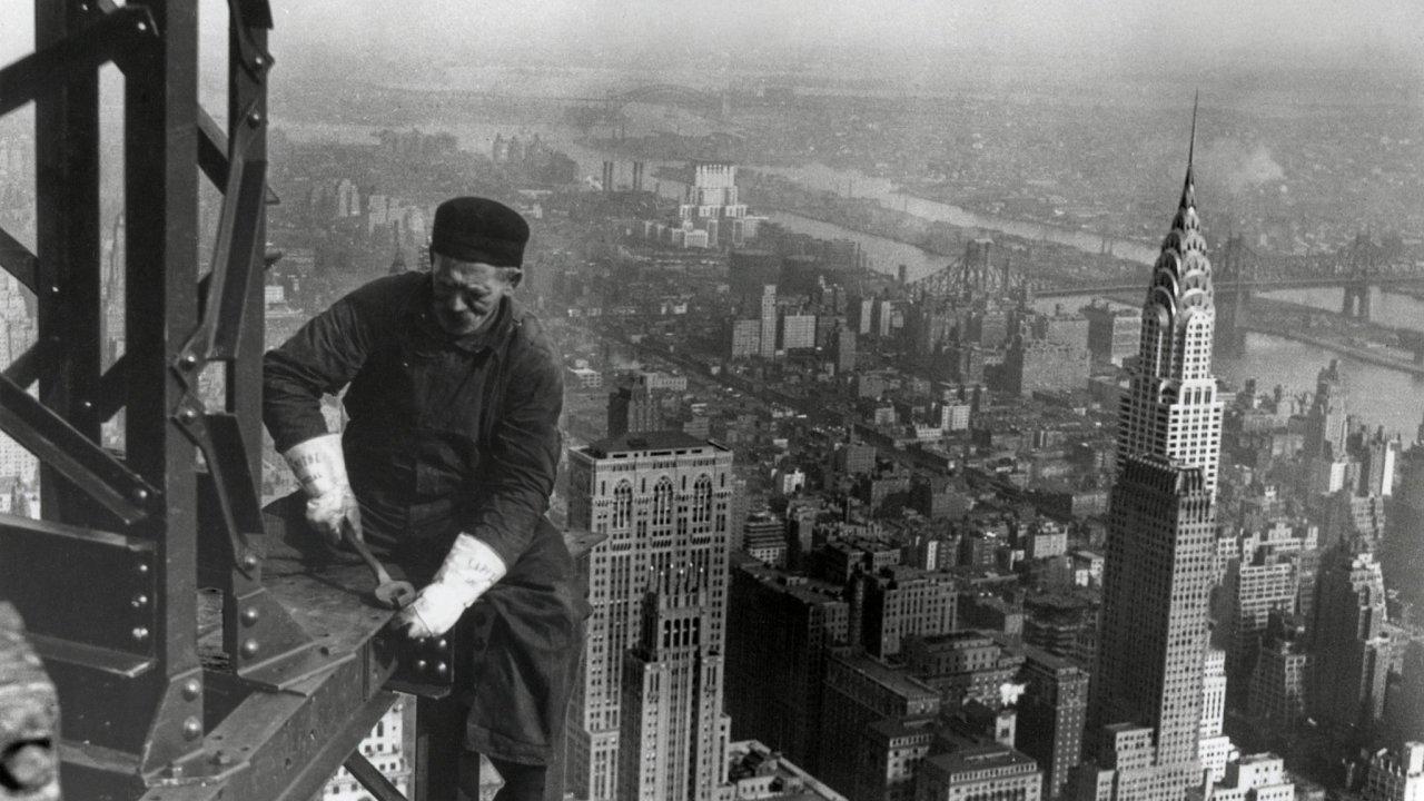 S ocelí k oblakům. Produkce US Steel pomáhala formovat moderní Ameriku. Její továrny dodávaly materiál i stavbu Empire State Building. V unikátním mrakodrapu, který čtyři desetiletí držel titul nejvyš