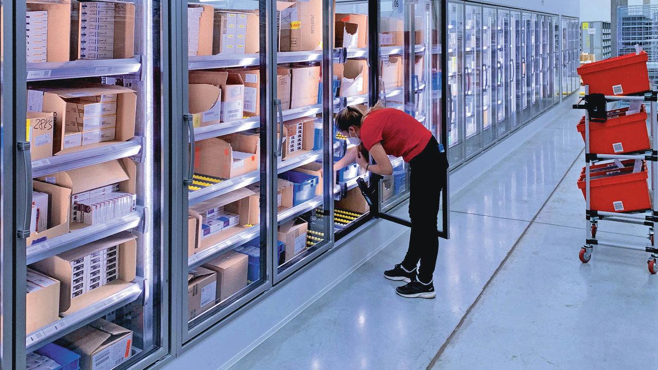 Při zaskladňování avyskladňování termolabilního zboží zlednic nemusí operátoři dochlazeného prostoru vstupovat.