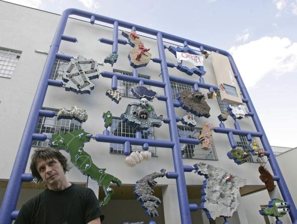 Zmenšeninu obrej Entropy Davida Černého momentálne vystavujú v bratislavskej Kressling Gallery. Snímka: Reuters