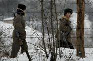 Čína se připravuje na případný pád režimu v KLDR. Na hranicích staví uprchlické tábory, tvrdí britská média