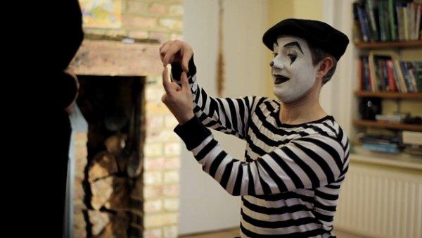 Loni aoutěž vyhrál britský němý snímek The Girl is Mime se známým britským hercem Martinem Freemanem