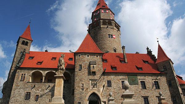 �editel muzea Z�drapa: Kouzeln� hrad Bouzov a bl�zk� v�roba syre�k�