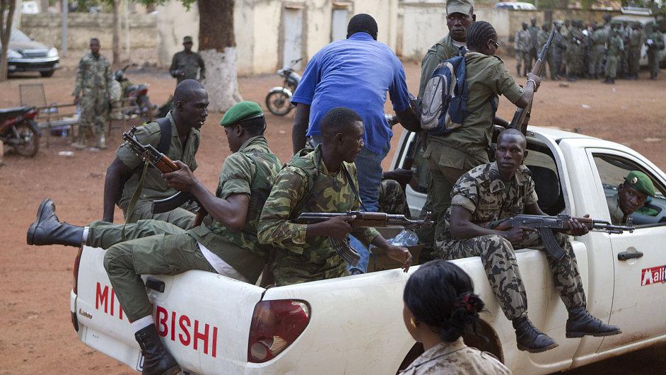 Vojáci z řad vzbouřenců na Mali