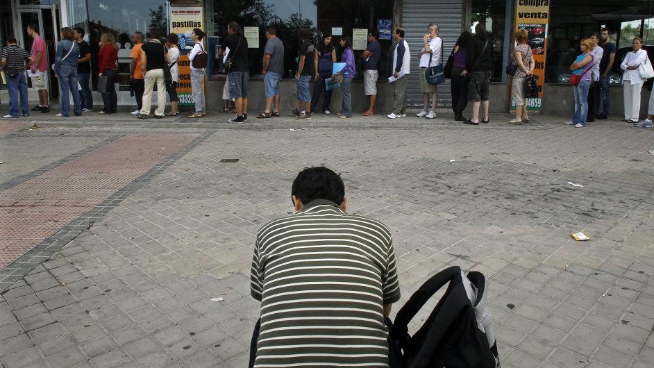 Lidí bez práce je nejvíc v novodobé historii Česka.