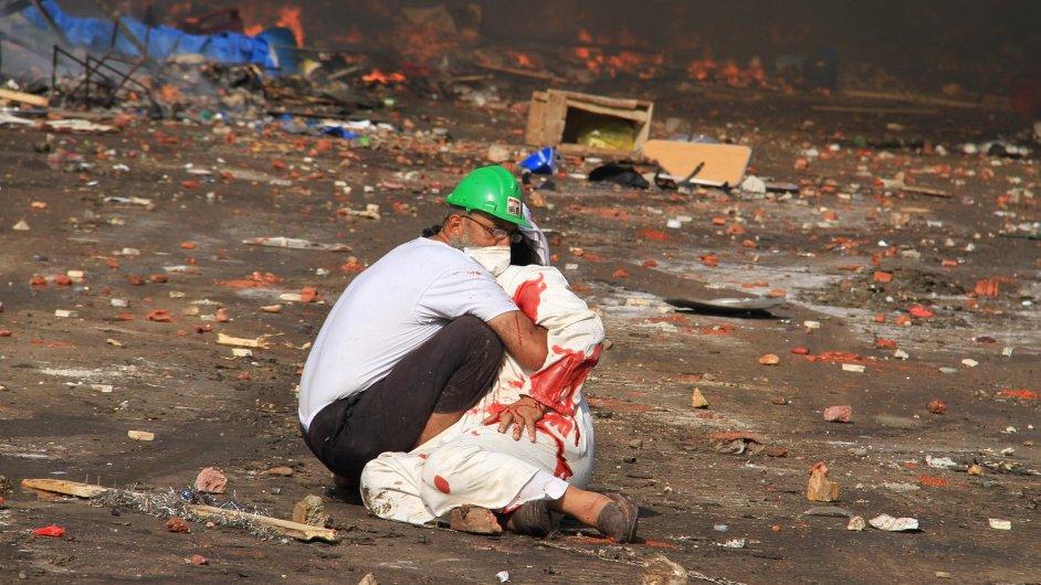 Policie a armáda vyklidila tábory Muslimského bratrstva.