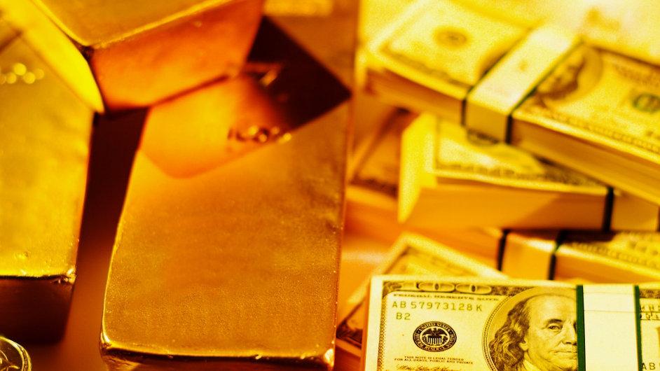 Zlato a dolarové bankovky, ilustrační foto