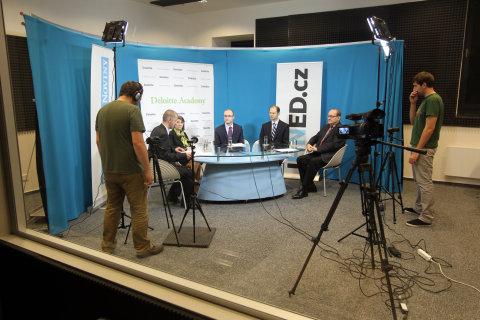 Debata HN a Academy Deloitte o financování a úsporách ve výzkumu a vývoji.