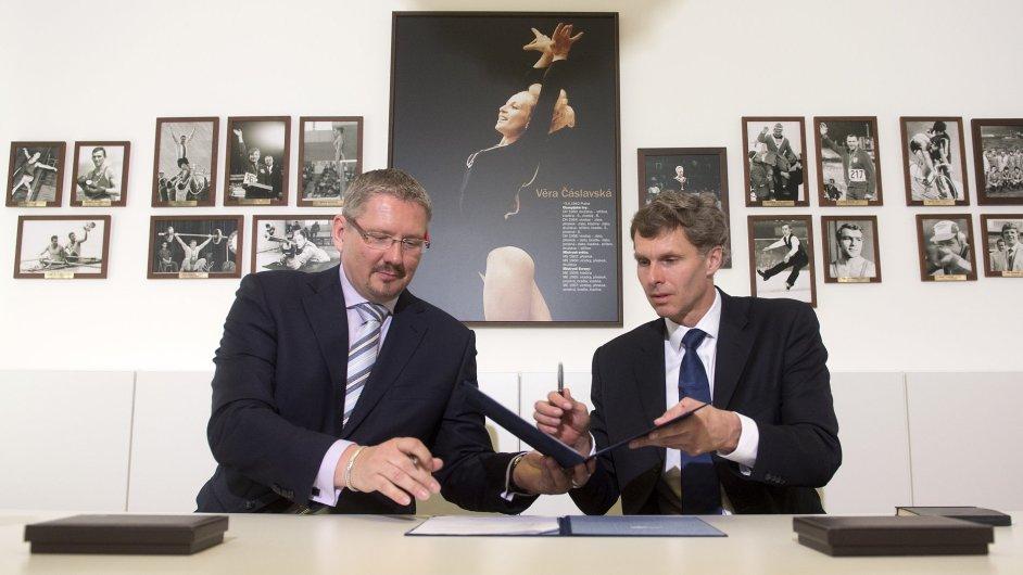 Předseda ČOV Jiří Kejval (vpravo) a generální ředitel Tipsportu Petr Knybel