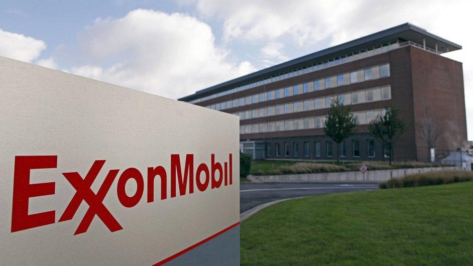 Tržní kapitalizace firmy Exxon Mobil klesá kvůli nižší ceně ropy