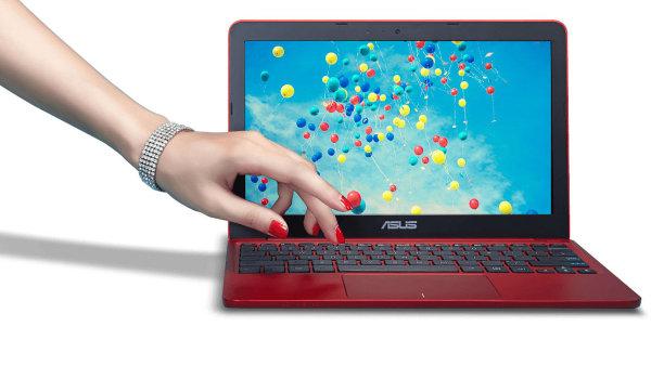 TEST: Asus EeeBook X205 ukazuje lesk i b�du Windows za 6 tis�c korun