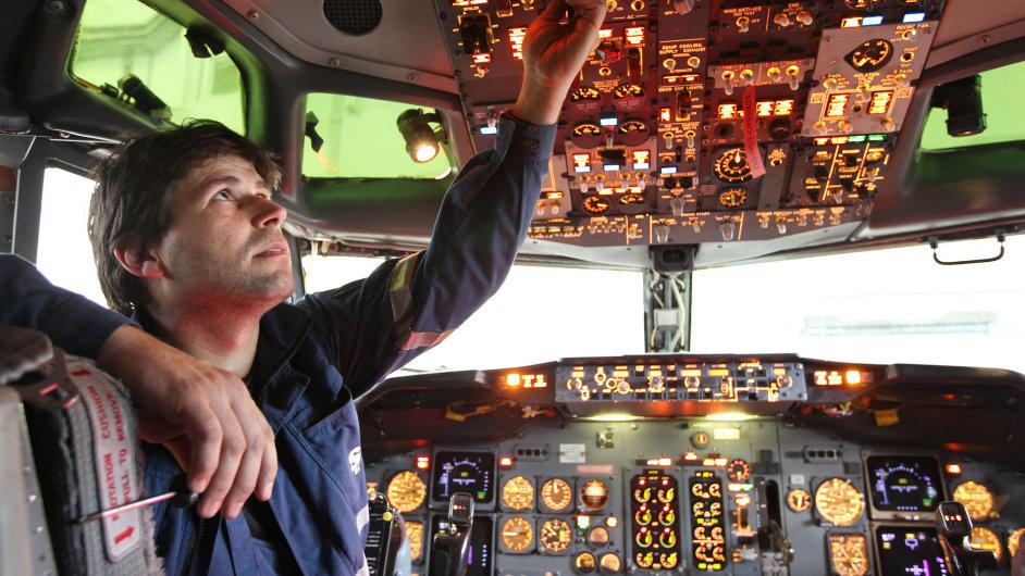 Inženýři v Brně vyvíjejí například bezpečné přistávací systémy pro letadla nebo simulátory kokpitu.(ilustrační foto)