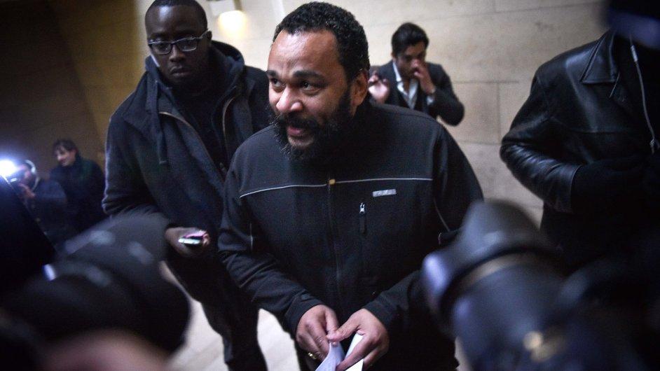 Francouzský komik byl u soudu i na konci ledna, kdy obviněn z rasové nenávisti proti židovskému novináři
