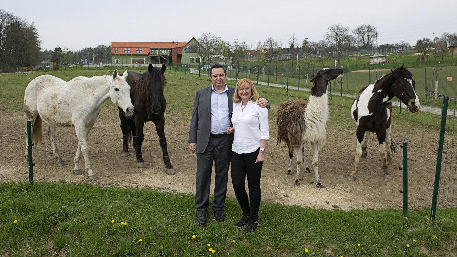 Devět hektarů je rozloha zoologické zahrady v Táboře, jejímž majitelem se stal minulý týden šéf Ekospolu Evžen Korec s manželkou Janou.