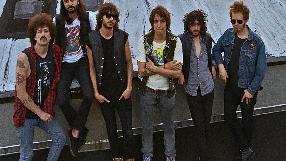 Julian Casablancas se představí s novou kapelou The Voidz.