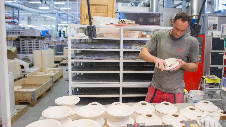 Žáruvzdorná keramika pro hliníkářský průmysl je základem výroby v Pyroteku. Podnik se ale závislosti na výrobcích a zpracovatelích hliníku snaží zbavit a rozšiřuje portfolio.