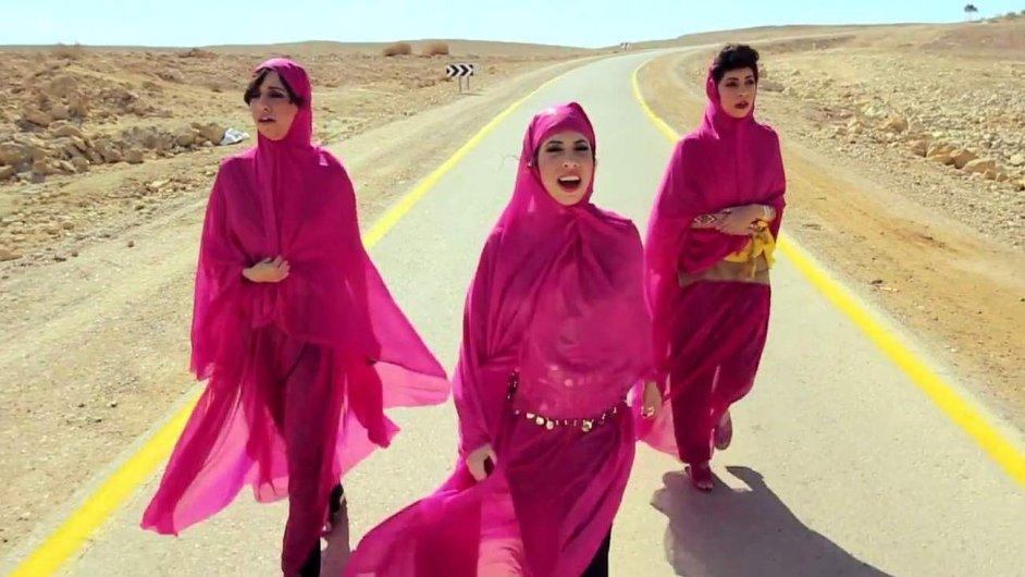 Dvě ze tří sester, které tvoří trio A-wa, žijí v izraelském Tel Avivu.
