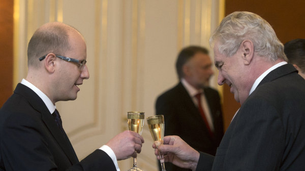 Zeman se v L�nech sejde se Sobotkou kv�li vl�dn�mu programu na p��t� dva roky.