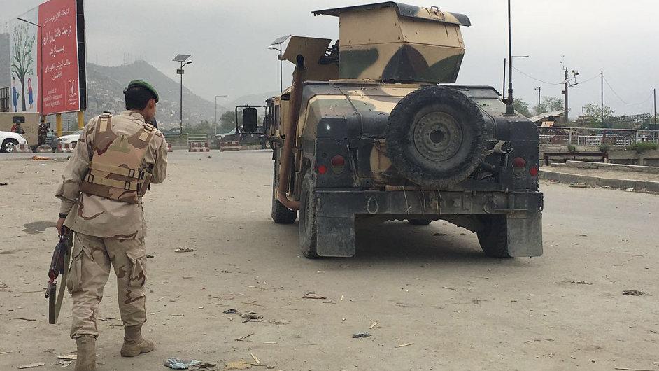 Afghánské jednotky hlídkují v centru Kábulu, kde radikální hnutí Tálibán spáchalo teroristický útok.