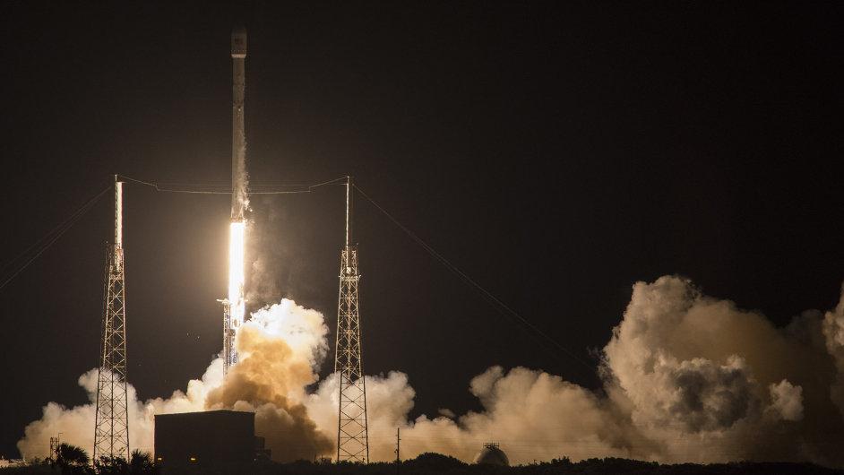 Start rakety SpaceX na Mysu Canaveral v pátek 6. května 2016.
