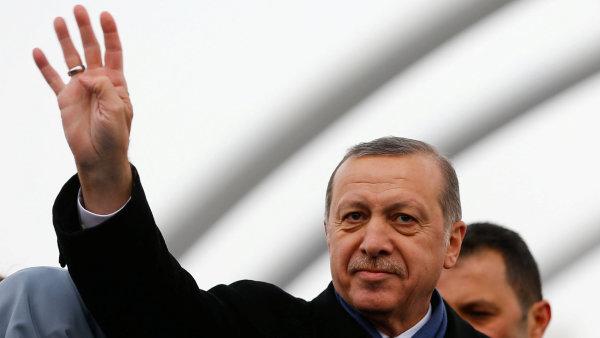 Prezident Erdogan už nyní v zemi vládne pevnou rukou, i přes dosavadní parlamentní systém.